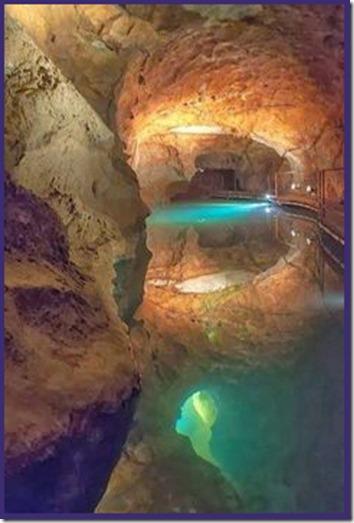 InnerPathWisdom.com - Blue Mountains of Australia Jenolan Cave - artist not known, please inform
